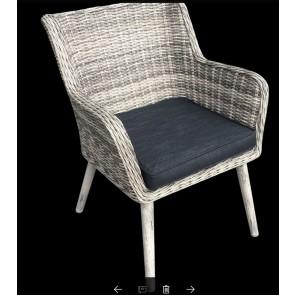 Havebord i artwood str 98 x 178 cm og 4 havestole med hynde. Tonet grå   ( 200070 + 4 stk 200071)